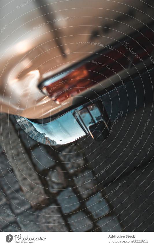 Rückseite mit Scheinwerfer eines altmodischen Autos PKW altehrwürdig Straße Rücken urban Stil Nostalgie Stoßstange Oldtimer Großstadt Chrom Fahrzeug klassisch