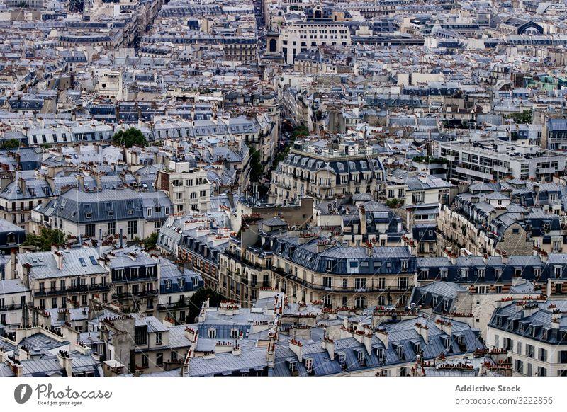 Dicht besiedelte Altstadt Stadt alt dicht Großstadt Architektur gealtert Dach urban Gebäude wohnbedingt Haus Dachterrasse Antenne Klotz viele Fenster