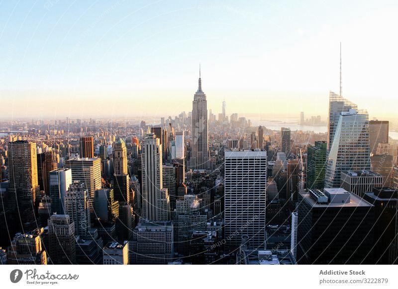 Stadtzentrum von New York City Stadtbild Hochhaus reisen Skyline New York State Großstadt Megapolis abgelegen USA Sonnenuntergang Dämmerung Architektur