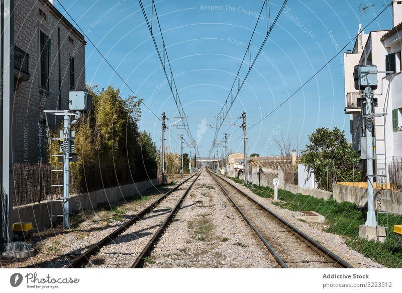 Stahleisenbahnstrecke in der Stadt Eisenbahn Bahn Transport Schiene System Route Dienst transferieren Öffentlich reisen Ausflug Linie Fracht logistisch