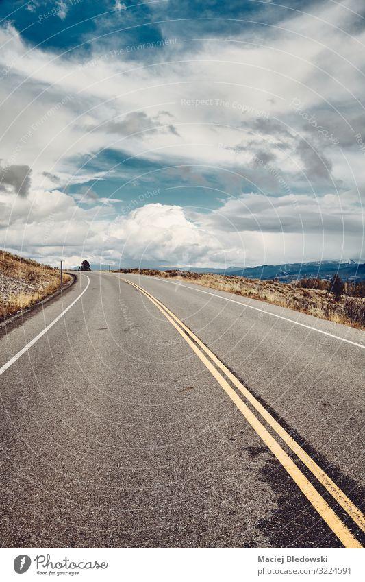 Leere Straße im Grand-Teton-Nationalpark, Wyoming, USA. Ferien & Urlaub & Reisen Tourismus Ausflug Abenteuer Ferne Freiheit Fahrradtour Berge u. Gebirge