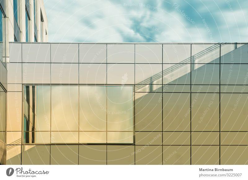 Treppe zum Himmel. Licht und Schatten und Fenster zum Himmel Stil Design schön Wohnung Haus Business Familie & Verwandtschaft Wolken Hochhaus Gebäude