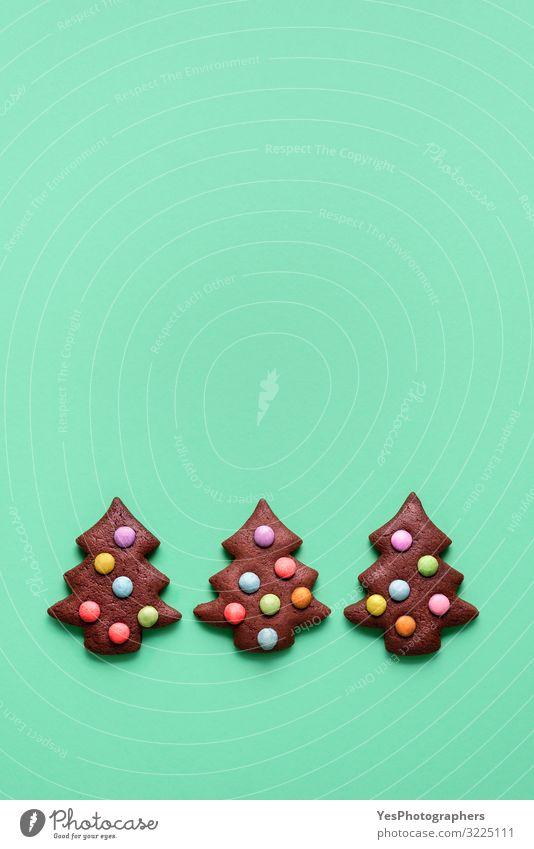 Drei süße Kekse in Form eines Weihnachtsbaums. Lebkuchen-Plätzchen Lebensmittel Kuchen Dessert Süßwaren Schokolade Winter Dekoration & Verzierung Feste & Feiern