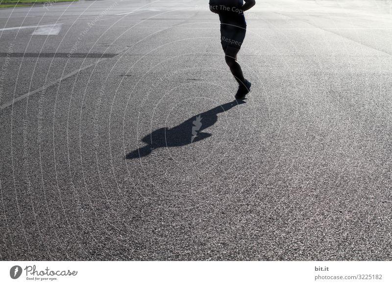 Verloren l den Kopf Mensch Freude Straße Erwachsene Sport Glück Zufriedenheit Lebensfreude laufen Fitness Asphalt sportlich rennen Sport-Training Verkehrswege