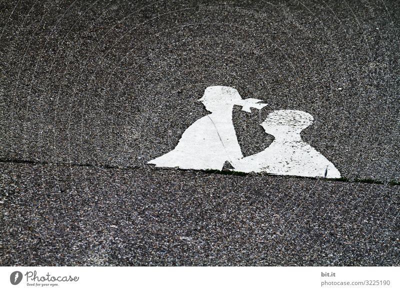 Verloren l Unterkörper weiß schwarz Verkehr Asphalt Verkehrswege Fußgänger Straßenverkehr