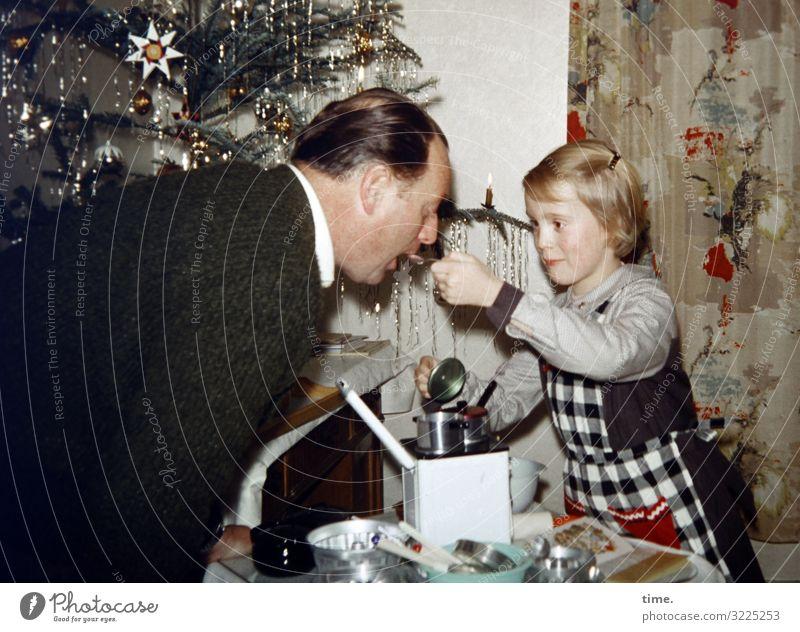 Kostprobe Kinderspiel Häusliches Leben Wohnung Küche Vorhang Weihnachtsbaum Weihnachten & Advent maskulin feminin Mädchen Mann Erwachsene Vater 2 Mensch Jacke
