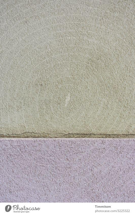 Hauswand mit Sockel Bamberg Stadt Mauer Wand Stein Linie ästhetisch grau grün violett Gefühle Ordnung Putz dezent graphisch Farbfoto Außenaufnahme Menschenleer
