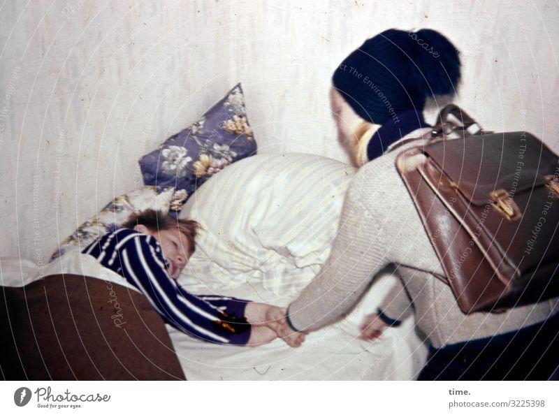 Der Bus wartet nicht Wohlgefühl Erholung ruhig Häusliches Leben Wohnung Bett Raum Schlafzimmer Kissen Bettdecke maskulin feminin Mädchen Junge 2 Mensch Pullover