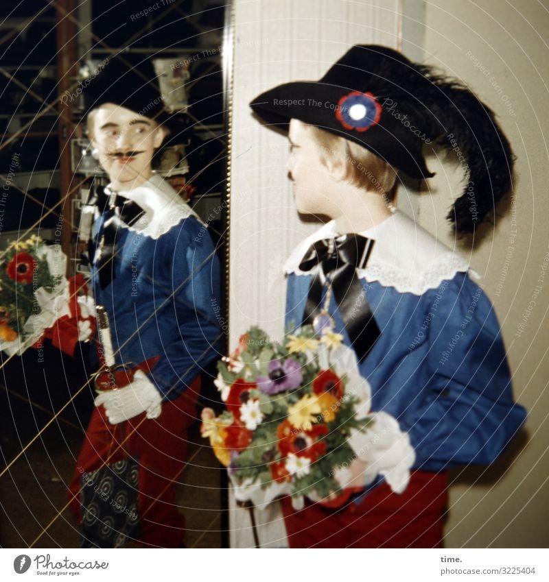 Endkontrolle Häusliches Leben Wohnung feminin Mädchen 1 Mensch Accessoire Schleife Karnevalskostüm Federschmuck Blumenstrauß Spiegel Spiegelbild Hut blond
