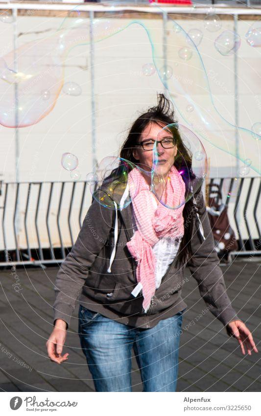 Frau mit Blasenschwäche | UT HH19 Mensch feminin Erwachsene 30-45 Jahre Lächeln Spielen springen Tanzen sportlich Freude Glück Fröhlichkeit Zufriedenheit