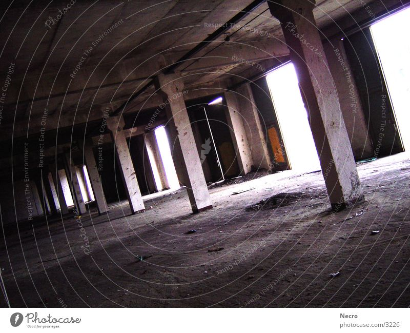 Alte Halle Einsamkeit Architektur Tor Lagerhalle Säule Garage Demontage