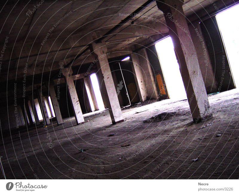 Alte Halle Garage Licht Demontage Architektur Lagerhalle Säule Einsamkeit Tor