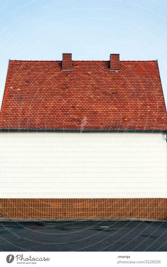 Haus Wolkenloser Himmel Mauer Wand Fassade Dach Schornstein 1 Häusliches Leben leer trist Leerstand Dorf Immobilienmarkt Farbfoto Außenaufnahme Menschenleer