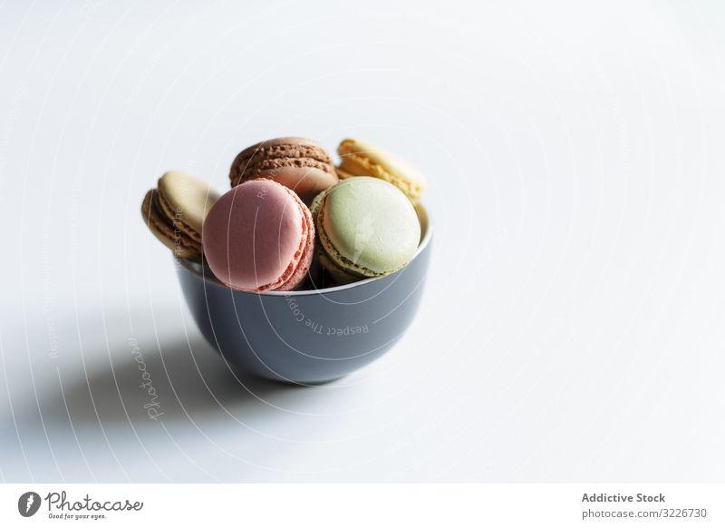 Schale mit bunten Makronen Schalen & Schüsseln Dessert Tisch farbenfroh Leckerbissen süß Lebensmittel frisch Küche lecker geschmackvoll knackig Kalorie Snack