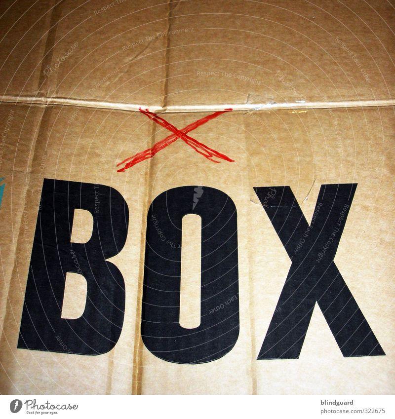 Die neue X-Box ..., nicht mehr so neu ... unterwegs seit 13 Jahren Karton Kiste Umzugskiste Recycling O Aufdruck Klebeband Paketband bemalt Kreuz Loneliness
