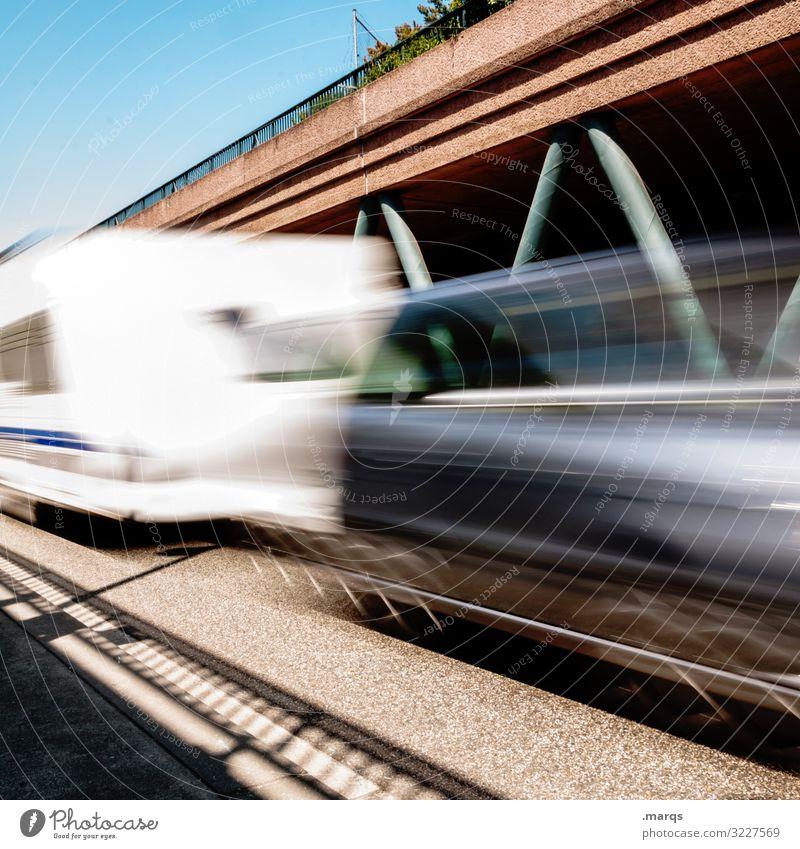 Verreisen Verkehr Verkehrsmittel Verkehrswege Straßenverkehr Autofahren Autobahn PKW Geschwindigkeit Mobilität Bewegungsunschärfe Zukunft Langzeitbelichtung