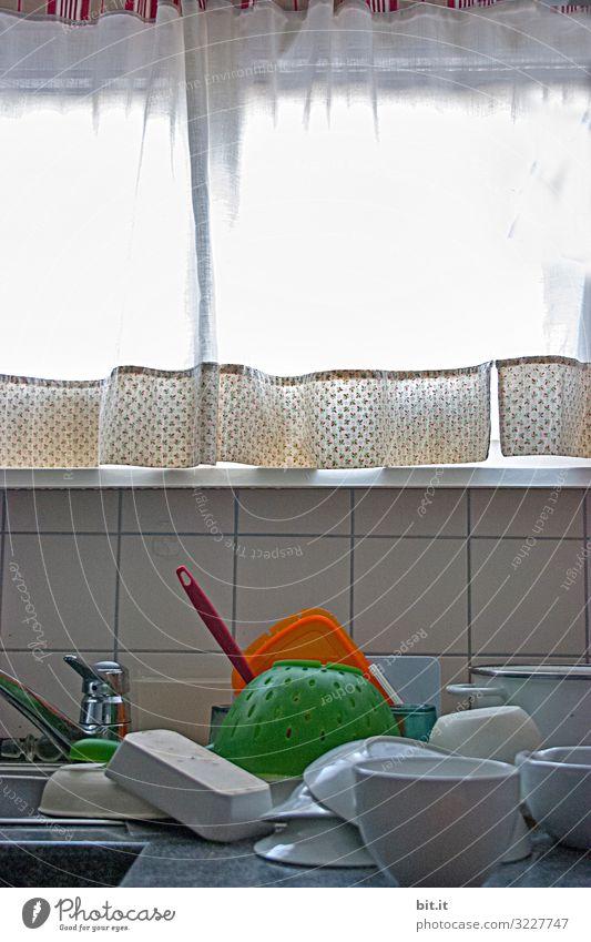 Handgespült Geschirr Schalen & Schüsseln Sauberkeit braun Handarbeit spülen Geschirrspülen Elektrizität sparen Menschenleer Textfreiraum links