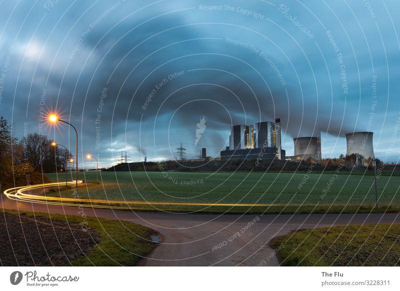 Alles dreht sich um Energie blau grün Wolken Straße gelb Umwelt Energiewirtschaft Industrie Klima Elektrizität Straßenbeleuchtung fahren Wirtschaft Umweltschutz