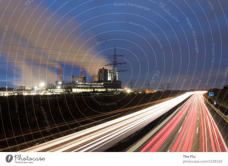 Unter Strom Ferien & Urlaub & Reisen blau weiß rot Wolken Umwelt Verkehr dreckig Energiewirtschaft Wandel & Veränderung Elektrizität bedrohlich fahren rennen