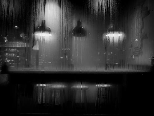 Show me the way to the next whisky bar weiß Erholung ruhig Winter Fenster schwarz Lifestyle Wärme Innenarchitektur Berlin Feste & Feiern Lampe leuchten Glas
