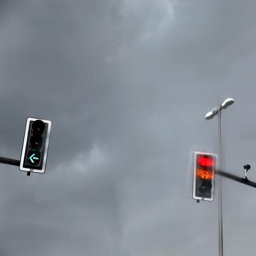 Lightboxen (16) Verkehr Personenverkehr Straßenverkehr Autofahren Ampel Straßenbeleuchtung Videokamera hängen leuchten stehen warten dunkel grün rot Macht
