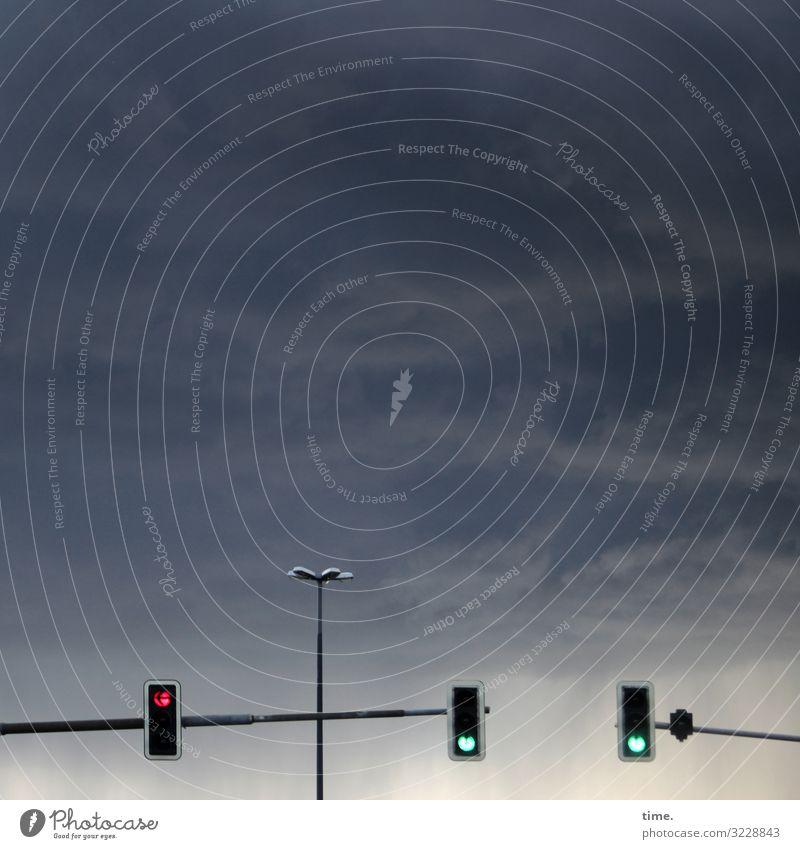 Lightboxen (15) Himmel Wolken Gewitterwolken Schönes Wetter Dresden Verkehr Personenverkehr Straßenverkehr Autofahren Straßenbeleuchtung Ampel Zeichen hängen