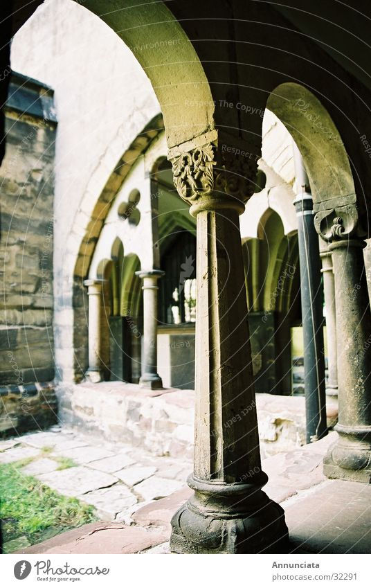 Kloster Religion & Glaube Säule Kloster Gotteshäuser Mittelalter Arkaden