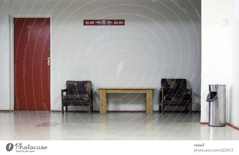 #322913 alt Traurigkeit Büro Raum Wohnung Tür Armut warten Lifestyle Häusliches Leben trist Tisch einfach Stuhl Umzug (Wohnungswechsel) Sitzung