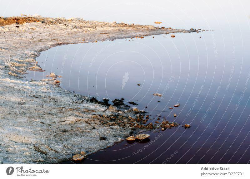 Wunderschöner See mit Felsen im blauen Wasser Landschaft noch natürlich Schönheit Lagune Reflexion & Spiegelung reisen Ausflugsziel Tourismus Stein Reise Ufer