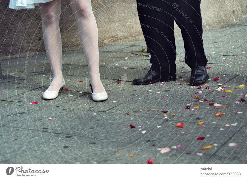 Erste Schritte Mensch maskulin feminin Junge Frau Jugendliche Junger Mann Paar Partner Erwachsene Beine Fuß 2 18-30 Jahre Berlin Mauer Wand Straße Wege & Pfade
