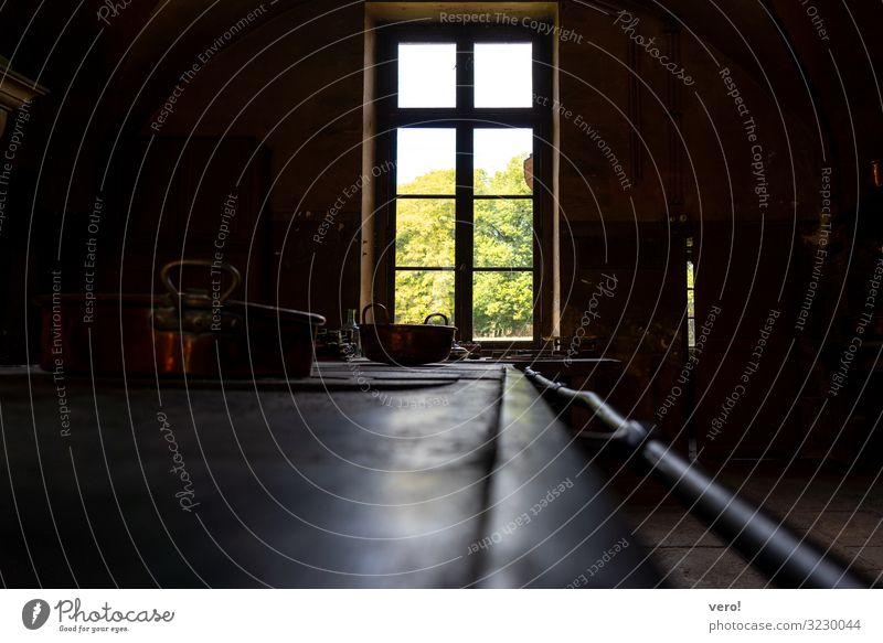 raus schauen Topf Küche Burg oder Schloss Stahl entdecken leuchten Blick alt ästhetisch dunkel eckig historisch Originalität retro schön Kraft Leidenschaft