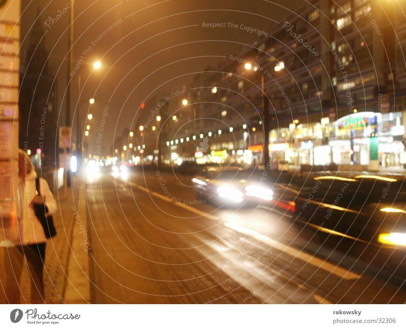 Straße in Berlin Langzeitbelichtung Physik Nacht Verkehr Nachtleben PKW Wärme Abend