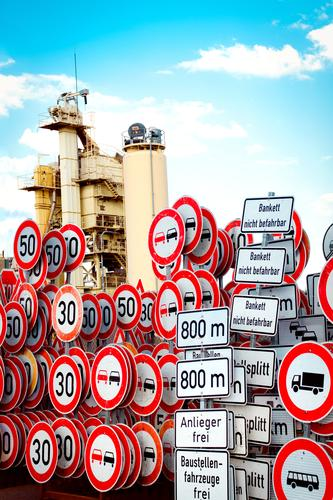 Schildersammlung Straßenmeisterei Arbeitsplatz Güterverkehr & Logistik Himmel Wolken Verkehr Verkehrszeichen Verkehrsschild Metall Zeichen Schriftzeichen