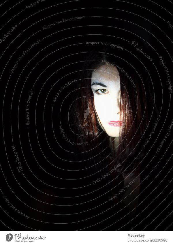 Geisha Lippe rote Lippen Porträt Frau Schminke feminin Gesicht Rampenlicht Jugendliche Junge Frau 18-30 Jahre Farbfoto schön Lippenstift Lichtstrahlen