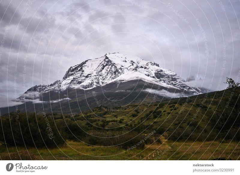 Torres del Paine Berg und bedeckter Himmel Schnee Berge u. Gebirge Umwelt Natur Landschaft Wolken Wetter Ferien & Urlaub & Reisen Kordilleren Paine