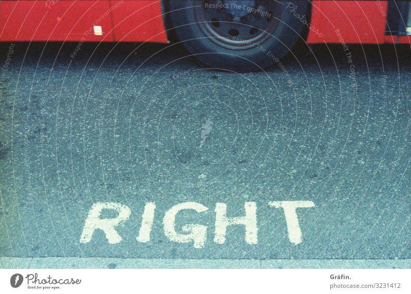 Right or Wrong Richtig oder Falsch Sign typography typographie Straße straßenbelag london busstop Hinweis Warnung warnhinweis Hinweisschild