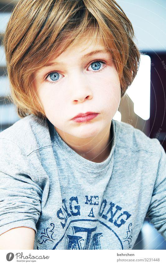 widerstand zwecklos Kind schön Gesicht Auge Erwachsene Traurigkeit Familie & Verwandtschaft Junge Haare & Frisuren Kopf Körper nachdenklich Kindheit Haut Mund