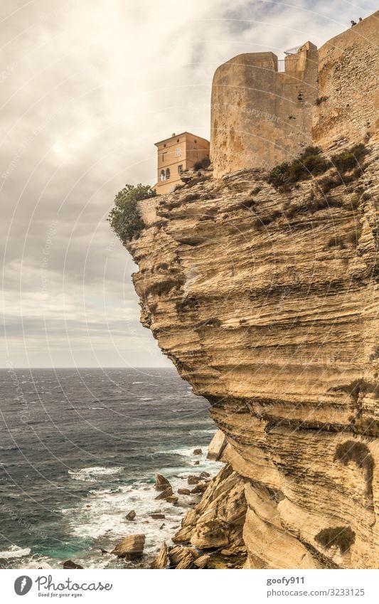 Wohnen am Abgrund Himmel Ferien & Urlaub & Reisen Wasser Landschaft Meer Haus Wolken Ferne Umwelt Küste Tourismus Freiheit Felsen Ausflug Horizont Wellen