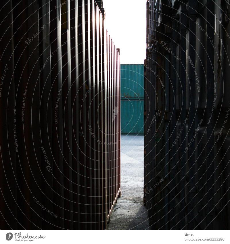 Sonntagsspielplatz Arbeit & Erwerbstätigkeit Arbeitsplatz Güterverkehr & Logistik Dienstleistungsgewerbe Himmel Container Fluchtlinie Metall bedrohlich dunkel