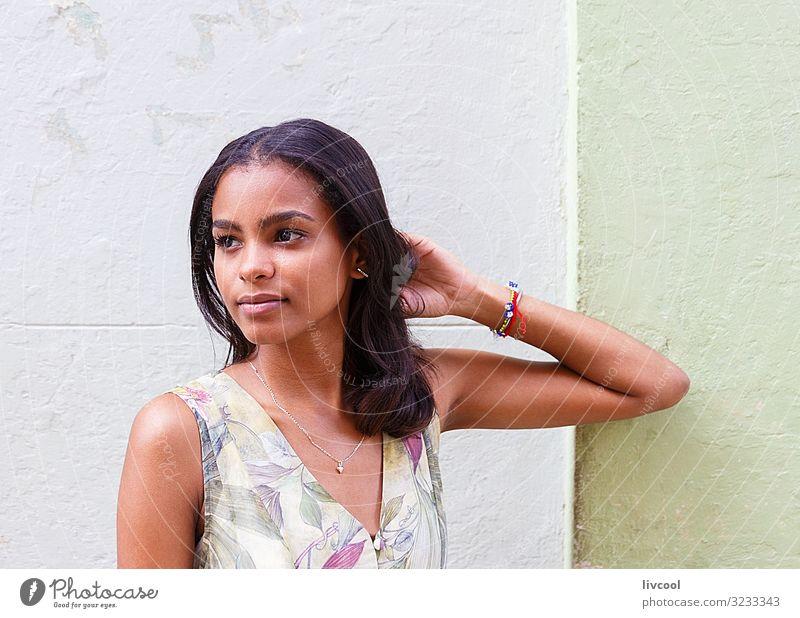 Frau Mensch Jugendliche Junge Frau schön grün rot Hand Blume Freude schwarz 18-30 Jahre Gesicht Straße Auge Lifestyle