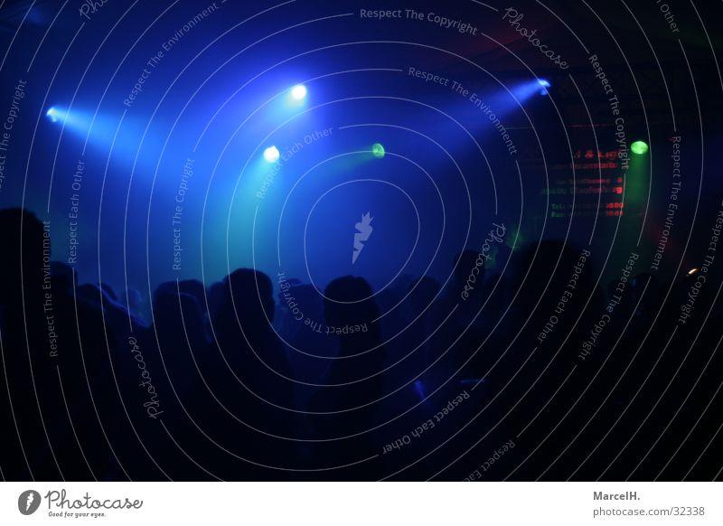 Partytime blue Disco schwarz Licht Nebel Mensch Discoabend blau Reaktionen u. Effekte Fog Kontrast Freude dunkel Beleuchtung Silhouette Club clubbing