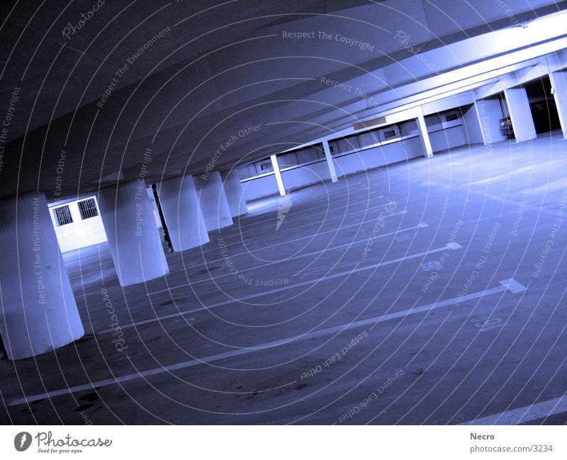 Tiefgarage Einsamkeit kalt Architektur Lagerhalle Säule Garage
