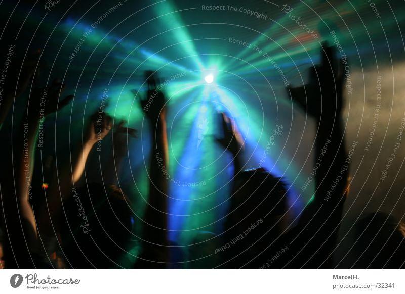 Handsup Party grün Licht grell Menschengruppe Lampe