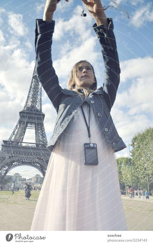 selfie in paris (3) Kind Mädchen Ferien & Urlaub & Reisen Ausflug Stadt Paris Tour d'Eiffel Frankreich Ausland Tourist Tourismus Selfie Fotografie Handy