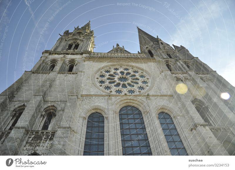 alte kirche irgendwo in frankreich Kirche Gebäude Architektur Außenaufnahme Menschenleer Sehenswürdigkeit Religion & Glaube historisch Wahrzeichen Dom Fassade