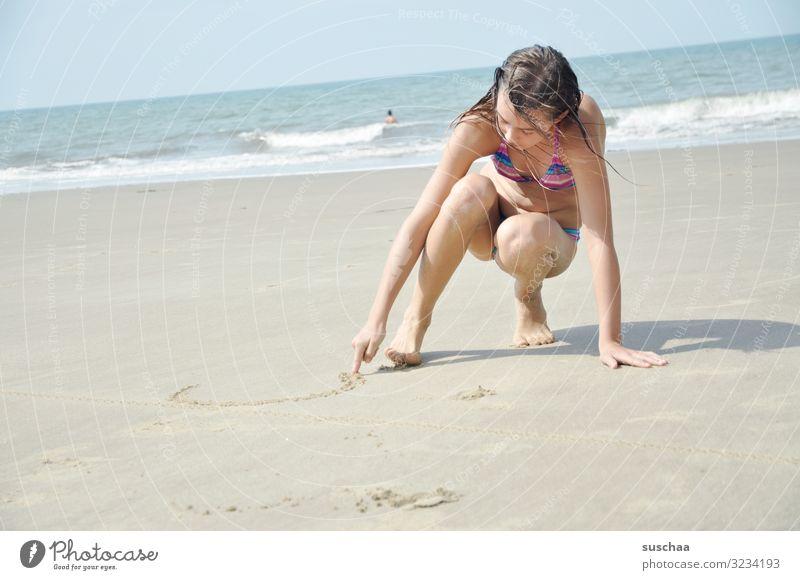 am strand .. Kind Mädchen Strand Sand Meer Wellen Wasser Spielen schreiben genießen sonnen Schwimmen & Baden Mensch Ferien & Urlaub & Reisen Sommerurlaub Ferne