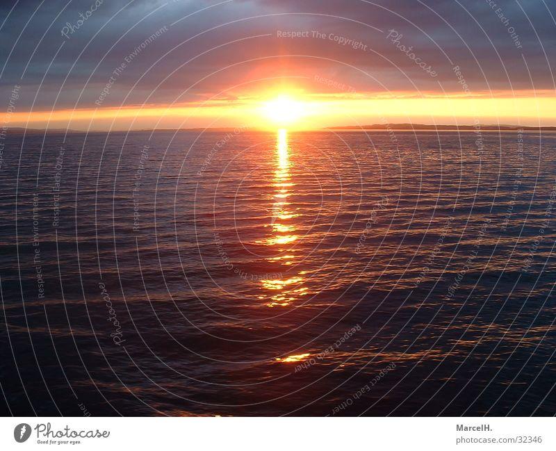 Ab in den Süden Sonnenuntergang Wellen Europa Bodensee Wasser Gewitter Regen