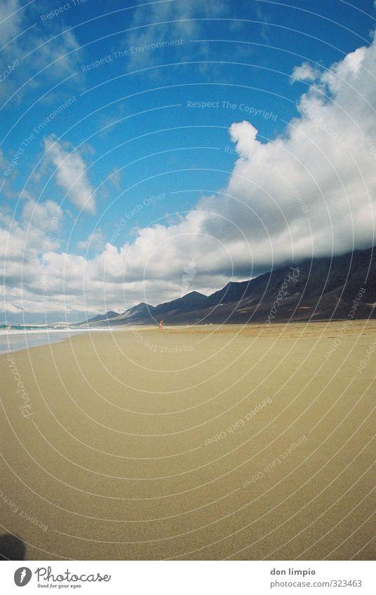 ich bin links...immer noch! Fuerteventura Fuerteventura. Kanarische Inseln cofete Strand wilder Strand Ferien & Urlaub & Reisen Himmel Sommer Küste Sand