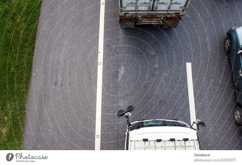 Draufsicht auf den Transportwagen auf der Straße Verkehr Autobahn Fahrzeug PKW Lastwagen Anhänger grau grün Top Aussicht Ladung Motor Farbfoto Luftaufnahme Tag