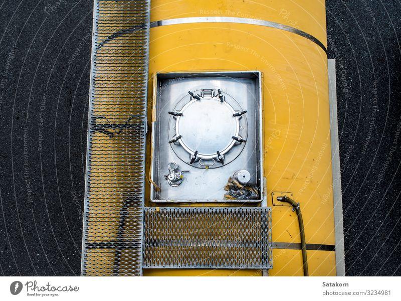 Draufsicht auf den Transportwagen auf der Straße Verkehr Güterverkehr & Logistik Autobahn Fahrzeug PKW Lastwagen Anhänger gelb silber Top Aussicht Ladung Motor